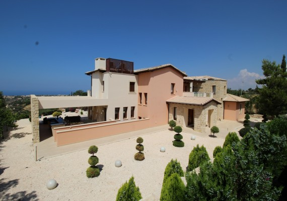 Villas for sale in Aphrodite hills Cyprus